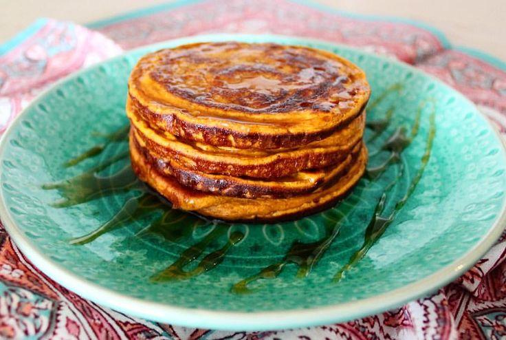 """""""Pancakes de camote y proteína! 🥞🍠 Me encantó esta receta, hace tiempo quería hacerla y ahora que…"""""""