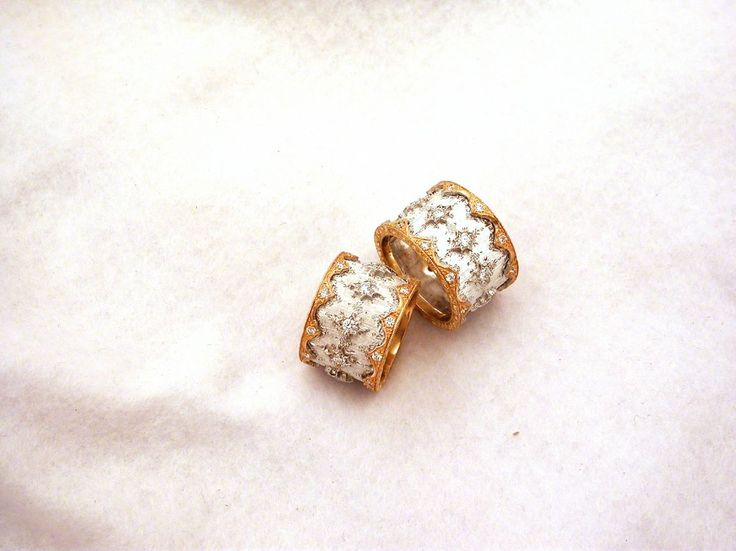Rings - Silk two colors with diamonds. 18 carat gold (kt) white and yellow gold: 13.00 grams (gr). 30 diamonds, brilliants cut, 0.88 carat ( ct) (H colour, VVs clarity). Size: 7 inches (Usa)   15 mm (Italy).Codex: ELAS.ss.