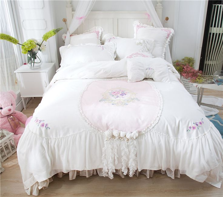 Princess style white lace bedding set Egyptian cotton embroidered bedclothes for girls 4pcs queen king size bed linen sheet set