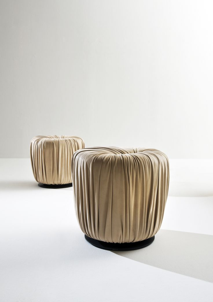 Round Pouf in leather - Drapé collection by Bartoli Design | Laurameroni