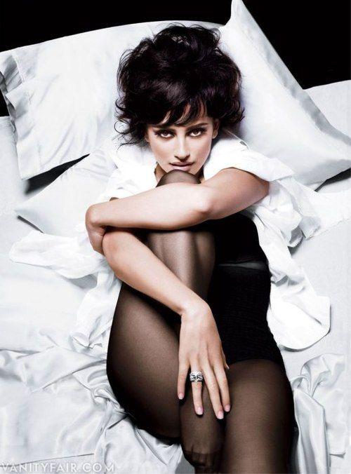 Penelope CruzPenelopecruz, Vanities Fair, Vanity Fair, Photography Celebrities, Beautiful Women, Photographycelebspenelop Cruz, Turquoise Blue Cross, Penelope Cruz, Penelope Cruz