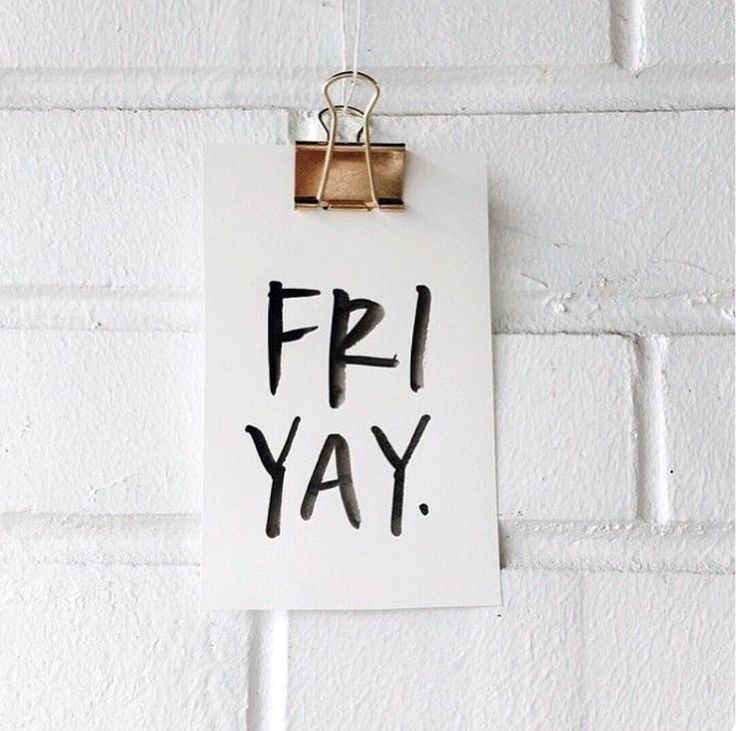 Counting down the hours and minutes 🕑until the weekend | Happy Fri-Yay!👏🏼 #fridaymood . . . #moda #look #outfit #essential #fashion #fashionbrand #goodmorning #gm #morning #instamorning #barcelona #shopping #shop #modaflorencia #friday #friyay #fbf #florenciashop