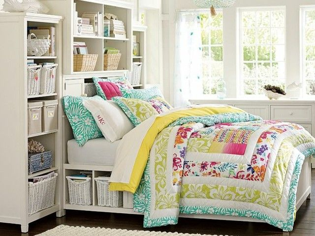 Zitronengelb und Fuchsia Muster auf Bettwäsche Holzbett mit Schubkörbe in Weiß