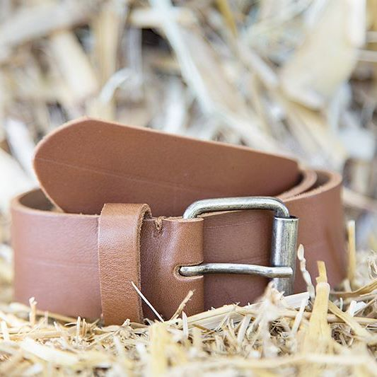 You got to choose between: tightening your #belt or losing your pants  #groom #detail #photography #productphotography #vintage #leather #weddingphotography #stokerstudio Follow us @stoker_studio ♡