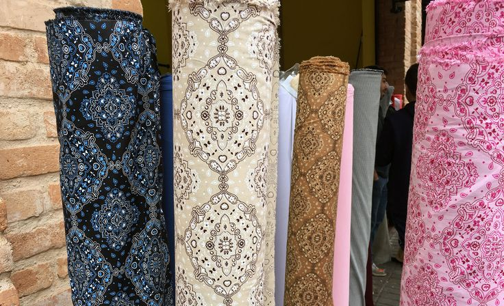 Rua Joli, Brás, São Paulo. Compras de tecidos, tecidos baratos. Karina Belarmino