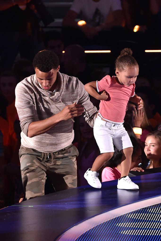 Little Riley Curry and her Dad