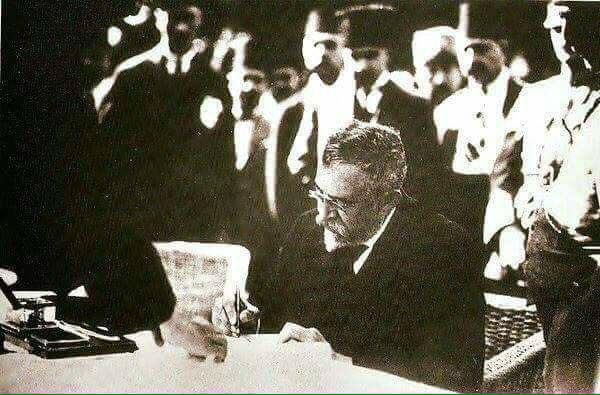 1923'te TBMM adına İstanbul'u işgal güçlerinden geri alan İstanbul Mebusu Yusuf Akçura...