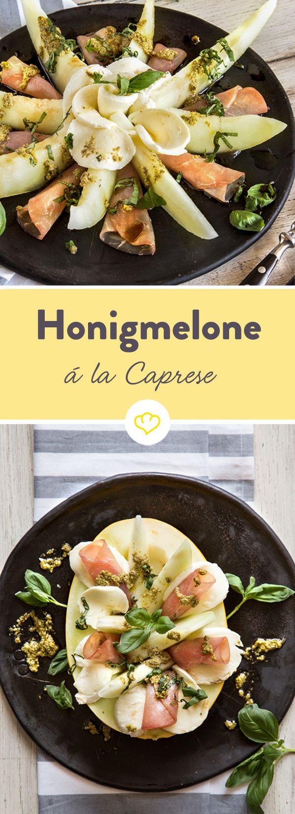 Die Kombi aus Honigemelone, Mozzarella, Schinken und frischem Basilikumpesto ist eine echte Allzweckwaffe für ein leichtes, erfrischendes Sommeressen.