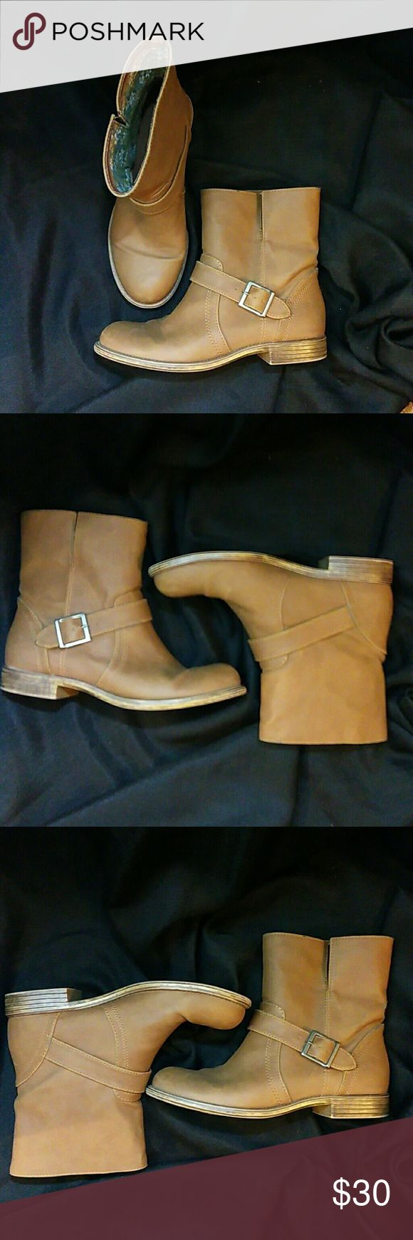 NWOT American Eagle Boots Dark tan boots are in excellent condition. No scuffs or marks. Wore only once. American Eagle Outfitters Shoes Ankle Boots & Booties