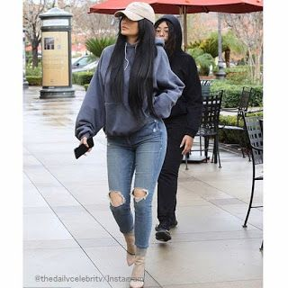 Celebrity Style | 海外セレブ最新ファッション情報 : 【カイリー・ジェンナー】メッシュアンクルブーツでヌーディーに!クールなスポーティスタイルでコスメのお...