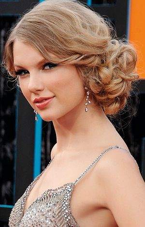 ..: Medium Wedding Hair, Bridesmaid Hair, Prom Hair, Dry Hair, Taylors Swift, Hair Style, Side Updo For Wedding, Side Buns, Curly Hair