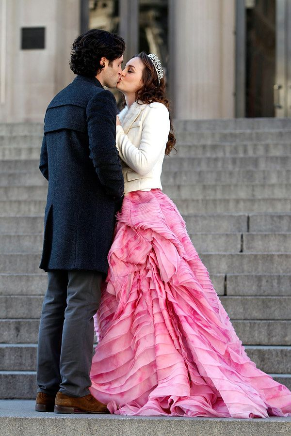 "Dan Humphrey and Blair Waldorf wearing Oscar de la Renta kissing in the episode ""The Backup Dan?""......."