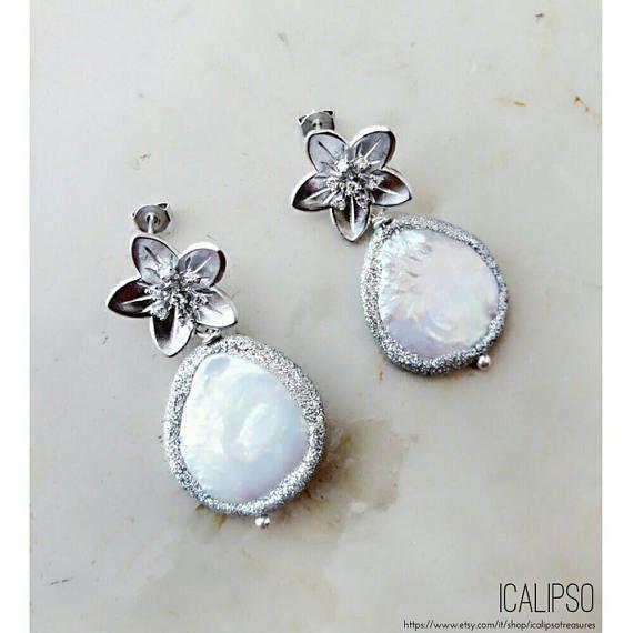 Guarda questo articolo nel mio negozio Etsy https://www.etsy.com/it/listing/528634075/gioielli-da-sposa-orecchini-di-perle