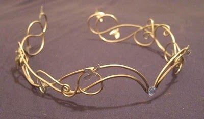 Wire tiara                                                                                                                                                      Mais