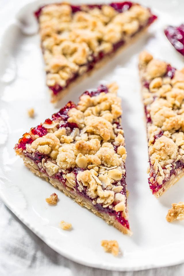 I love raspberries in all ways. From crisps and crumbles to bread to scones to drinks, I'm a fan. And if there's a crumble or streusel topping, the happier I am.  It's even better when the crust and c