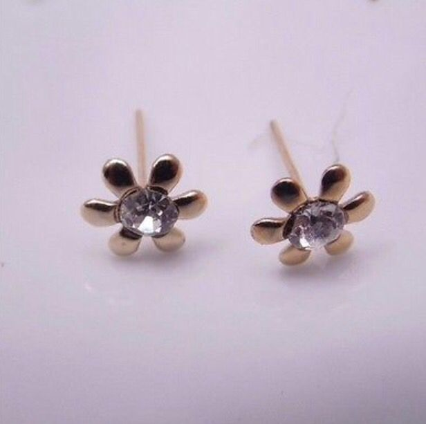 Gold Tone Crystal Flower Stud Earrings #gold #crystal #flower #studearrings #earrings #jewellery http://m.ebay.co.uk/itm/Free-Gift-Bag-Gold-Tone-Crystal-Flower-Stud-Earrings-Ladies-Jewellery-Costume-/282038147401?nav=SELLING_ACTIVE