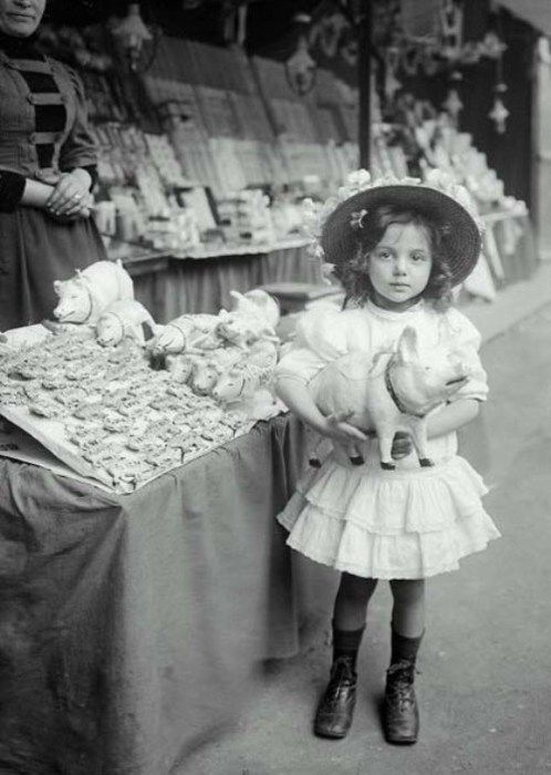 Enfant, Porte Maillot, Paris, 1910 | She's adorable
