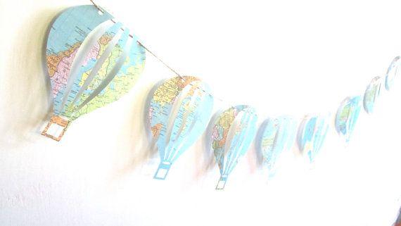 JAHRGANG HOT AIR BALLOON GARLAND  • 10-Heißluftballone • Hergestellt aus Jahrgang Karten und Buchseiten • Jeder Ballon misst ungefähr 6 Zoll hoch