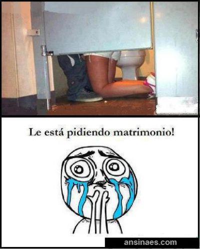 Memes Chistosos - Le está pidiendo matrimonio!!