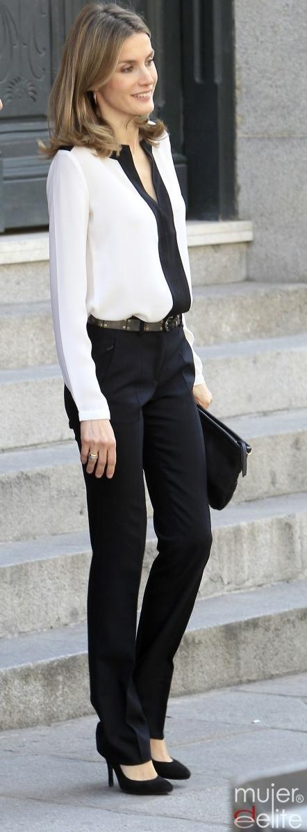 Perfect length for pants | black and white outfit | work outfit pantalón negro + blusa blanca + tacones negros