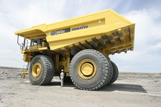 KOMATSU : <超大型ダンプトラックに最大機種を追加!>コマツ、超大型ダンプトラック「960E」導入を発表