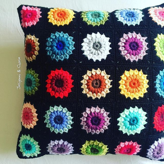 And it's finished! Ties in perfectly with day 8 of the #ldjcrochethookup #rainbow #cushion #crafttherainbow #crochetcolourcrush #grannysquares #sunburstgrannysquare #sunburstgrannies #grannysquaresrock #stylecraftdk #makersgonnamake #deramoments #crochetgirlgang #sfmgsswoon #colourfulcrochet #crochet #crochetaddict #whatimade #craftastherapy #moderncrochet #crochetcreations #crocheteveryday #crochetconcupiscence #makeitsewical #crafty #crochetmakesmehappy #lovetocraft #crafttherainbow #br...