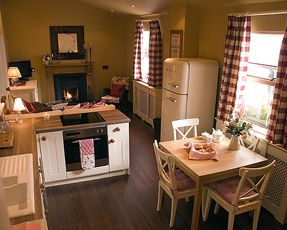 17 best images about open plan ideas on pinterest for Small cottage living room ideas