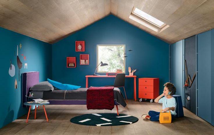 Una stanza romantica e colorata, in cui magiche storie diventano realtà. Un nido segreto e avvolgente per volare con la fantasia.