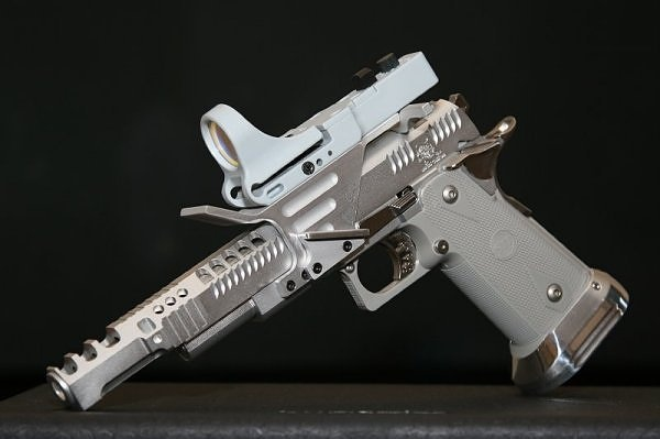 That is an awesome gun! And its silver!!!
