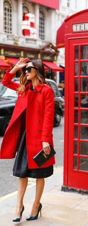Pretty London outfit for inspiration for your visit to London. You don't need to wear heels!
