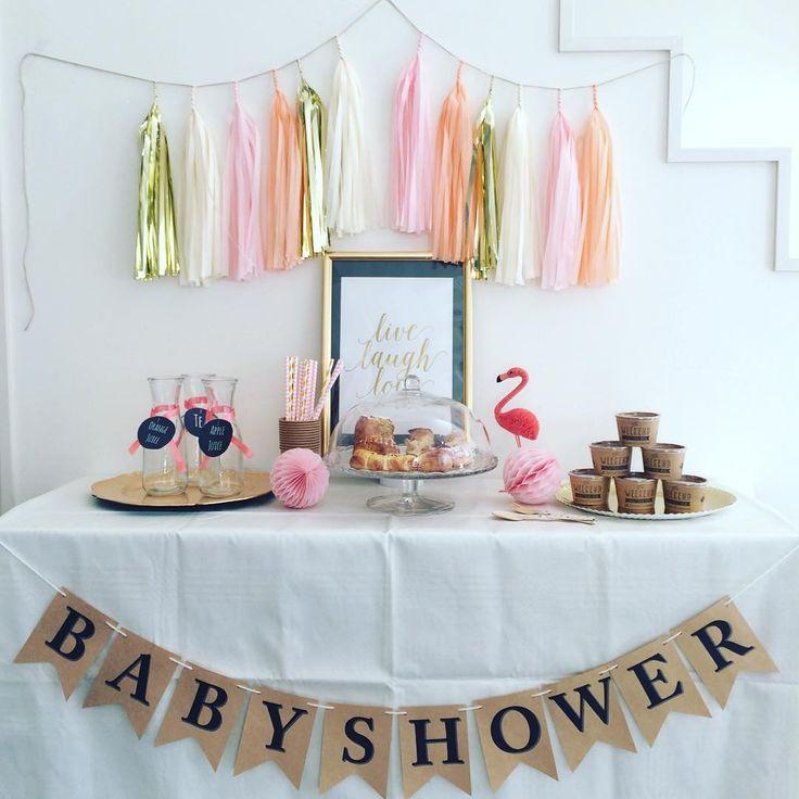 ベビーシャワーバナーは即興で作ったもの。 クラフト紙を使ってカジュアル感を出しました。 #ベビーシャワー#ベビーシャワーパーティー#サーモンピンク#ファーストバースデー#誕生日#誕生会#バースデーパーティー