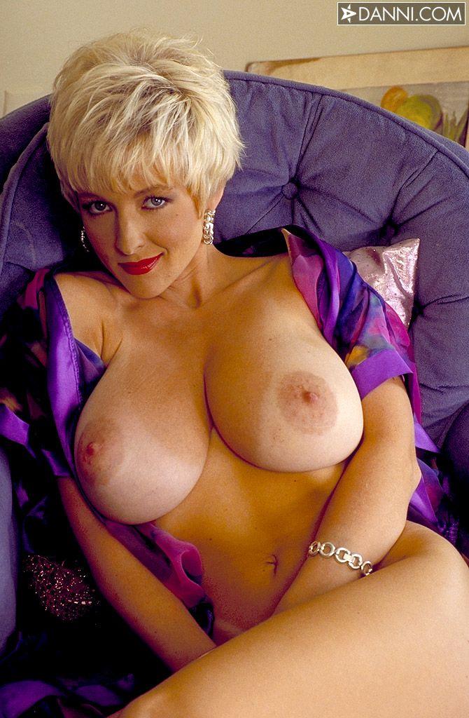 Videoz big boobs lesbian