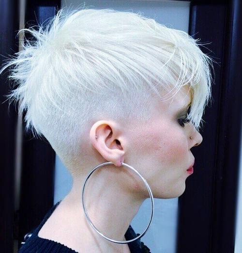 Styles de cheveux courts pour l'adolescence