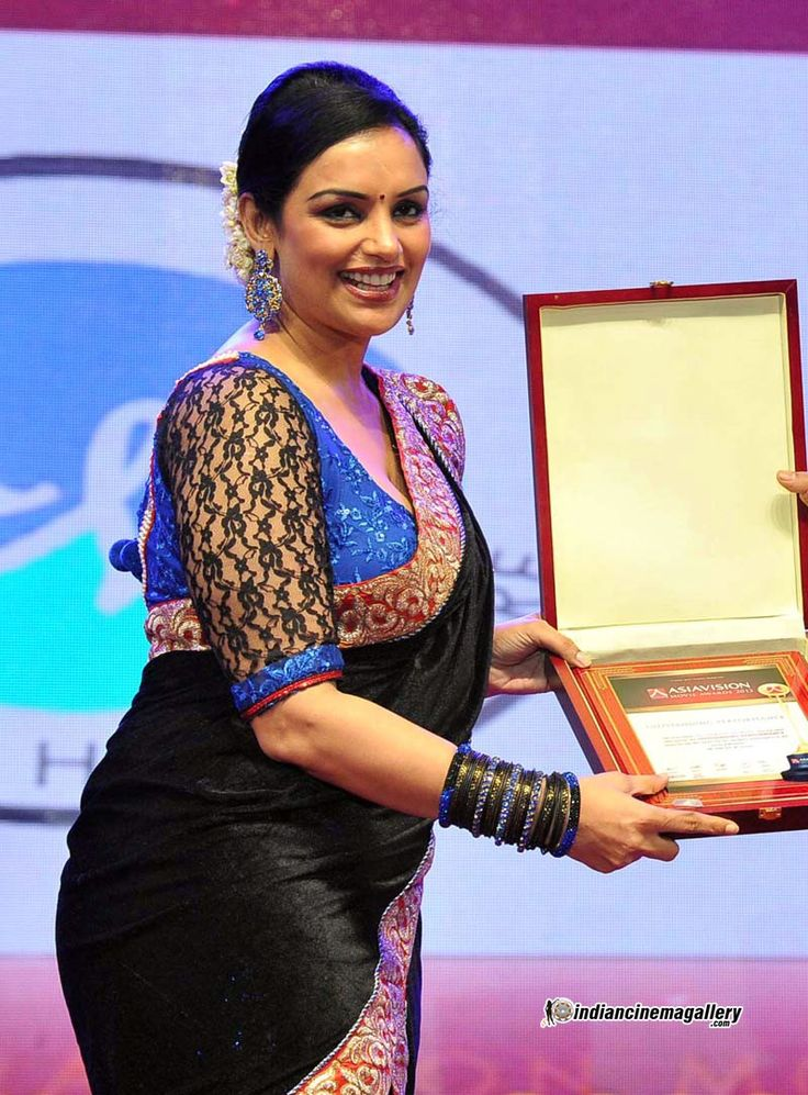 Swetha-Menon-at-Asiavision-Movie-Awards-2013-(3)