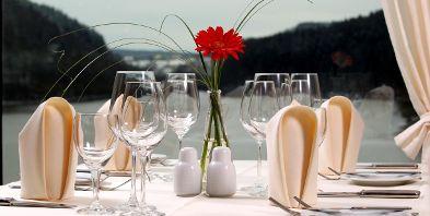 4-Sterne-Dorint-Seehotel-Resort-Tisch-Bitburg-Kurzurlaub-Wellness-Rheinland-Pfalz-Suedeifel-Mosel-Rhein-Sport-Romantik.jpg