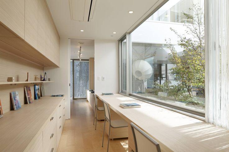Mアーキテクツ|高級邸宅 豪邸 別荘 LUXURY HOUSES | M-architects の モダンデザインの 書斎 STUDY / 書斎(子供の勉強スペース:キッチン・ダイニング・リビングから見える位置)