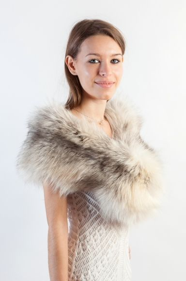 This fox fur stole is perfect option for your winter wedding. It will look gorgeous with your wedding gown. Amifur.com offers a wide variety of real fur stoles