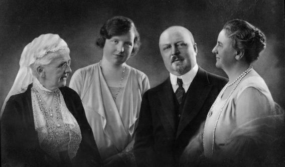 From left: Queen Emma, Princess Juliana, Prince Hendrik, Queen Wilhelmina of the Netherlands