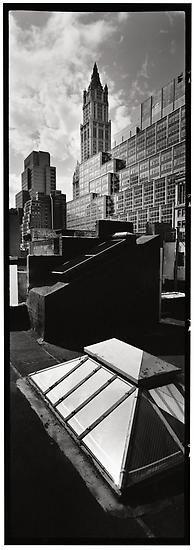 1913 entstand das Woolworth Building am Broadway. Es war mit einer Höhe von 241 Metern bis 1930 das höchste Gebäude der Welt.