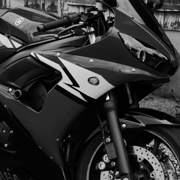 Looking for the specifications, images, commercial, and Owner's Manual for the 2003-2005 (Second Generation) Yamaha R6? Find all that and more here!