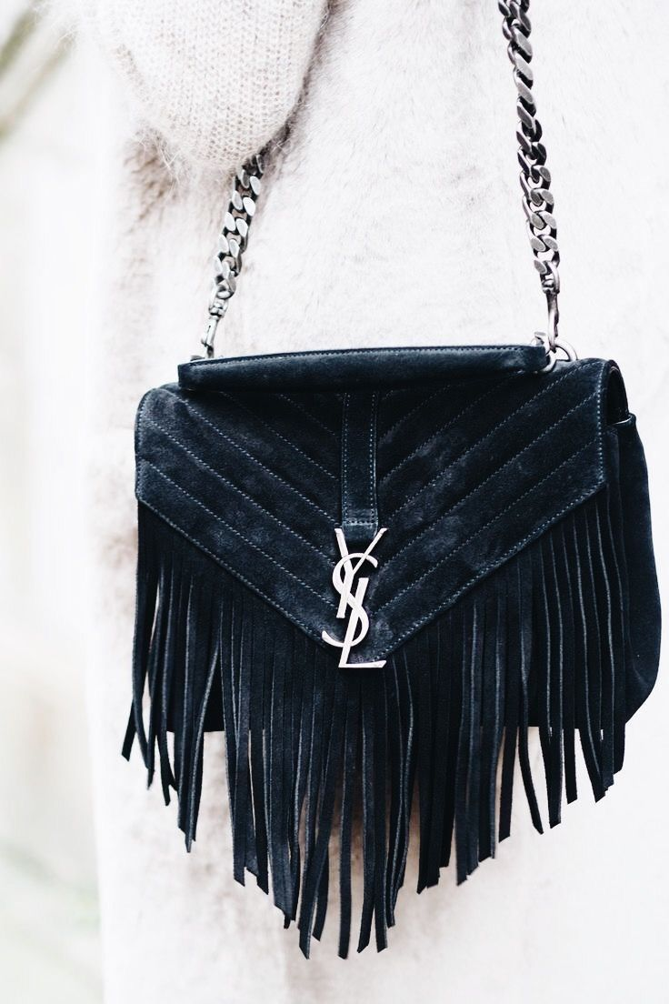 Chic fringed black leather handbag.