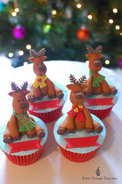 little cottage cupcakes - christmas - christmas cupcakes - reindeer cupcakes