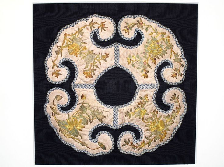 FINE ANTIQUE 19thC QING CHINESE GOLD & SILVER EMBROIDERED SILK ROBE CLOUD COLLAR