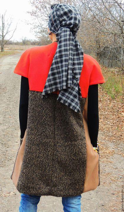 Жилет удлиненный из пальтовой ткани (№23) в интернет-магазине на Ярмарке Мастеров. Удлиненный жилет из микса пальтовых тканей имеет все шансы стать хитом демисезонно -зимнего гардероба. Прекрасно впишется в большинство стилей, гармоничен как с брюками так и с юбками. Сочетание разных по фактуре и цветам тканей, привлекут внимание нестандартных и ярких ценительниц комфорта, а изделие действительно очень комфортно. Застегивается на деревянный (ручной работы) пуговицы.