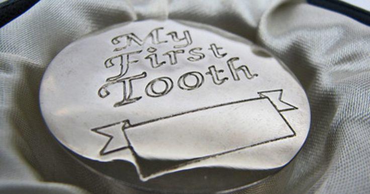 Como guardar os dentes de leite. Você pode querer guardar os dentes de leite do seu filho assim que eles caiam por vários motivos. Muitos pais gostam de guardar os dentes de leite como recordação, outros escolhem guardá-los por razões médicas. Pesquisas recentes mostraram que os dentes de leite das crianças contêm células tronco que podem ser extraídas da polpa do dente. Os ...