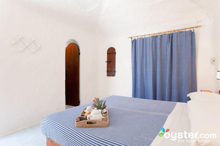 The Triple Standard Room at the Hotel i Dammusi di Borgo Cala Creta