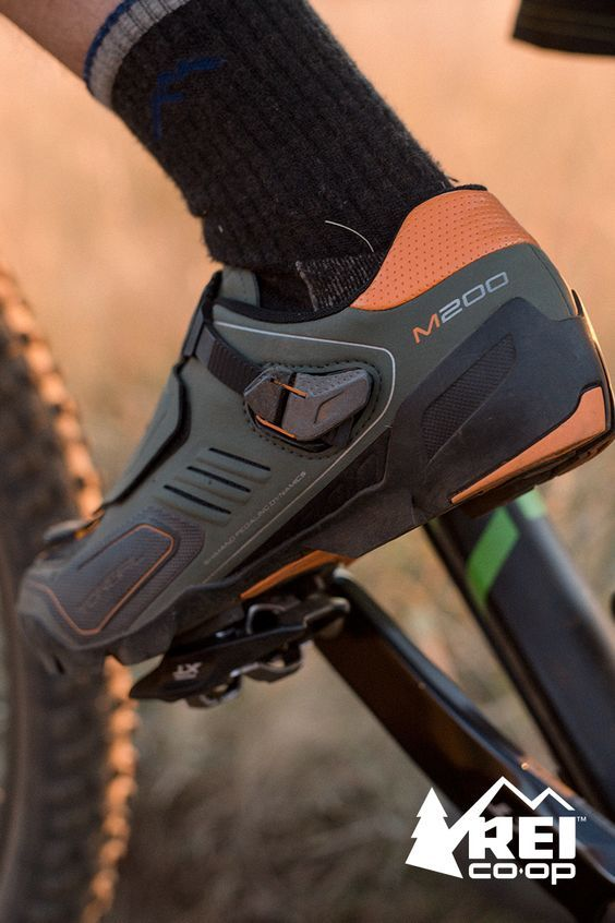 Aggressive trail riders need the durability, grip and armor that the men's Shimano M200 MTB shoes offer. Ride faster with more control. These mountain bike shoes combine the light weight and pedaling effectiveness of a cross country shoe with reinforced, low-profile armor that provides great protection and durability. Shop now at REI.com.: