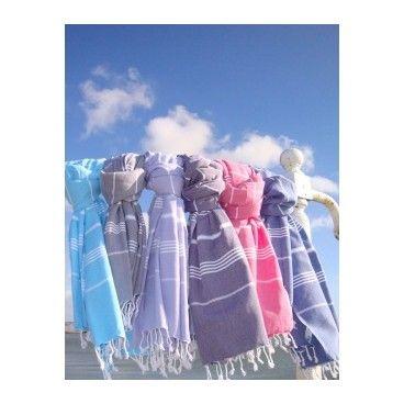 Wykonany w 100 % bawełny, ręcznie tkany, miękki i przyjemny w dotyku. 100x170 cm