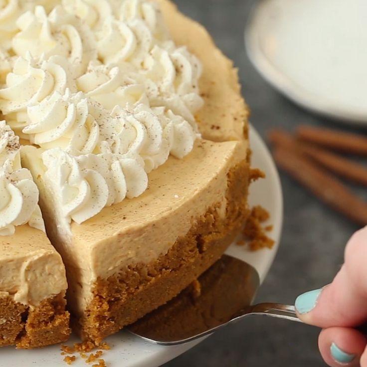 No Bake Pumpkin Cheesecake // #desserts #pumpkin #pumpkindesserts #fall #tasty