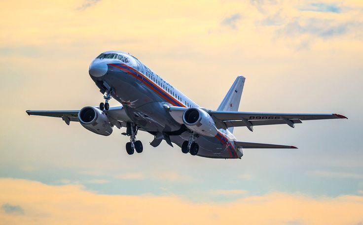 """Красив и функционален! """"Летающий госпиталь"""" МЧС на платформе Sukhoi SuperJet 100."""